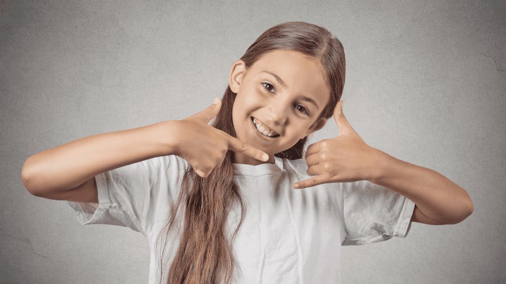 how familiarise child body sign language